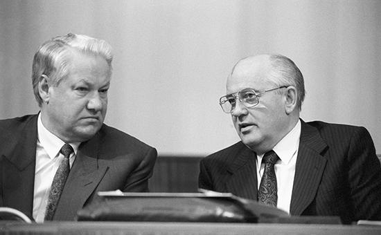 Президент РСФСР Борис Ельцин ипрезидент СССР Михаил Горбачев. 1991 год