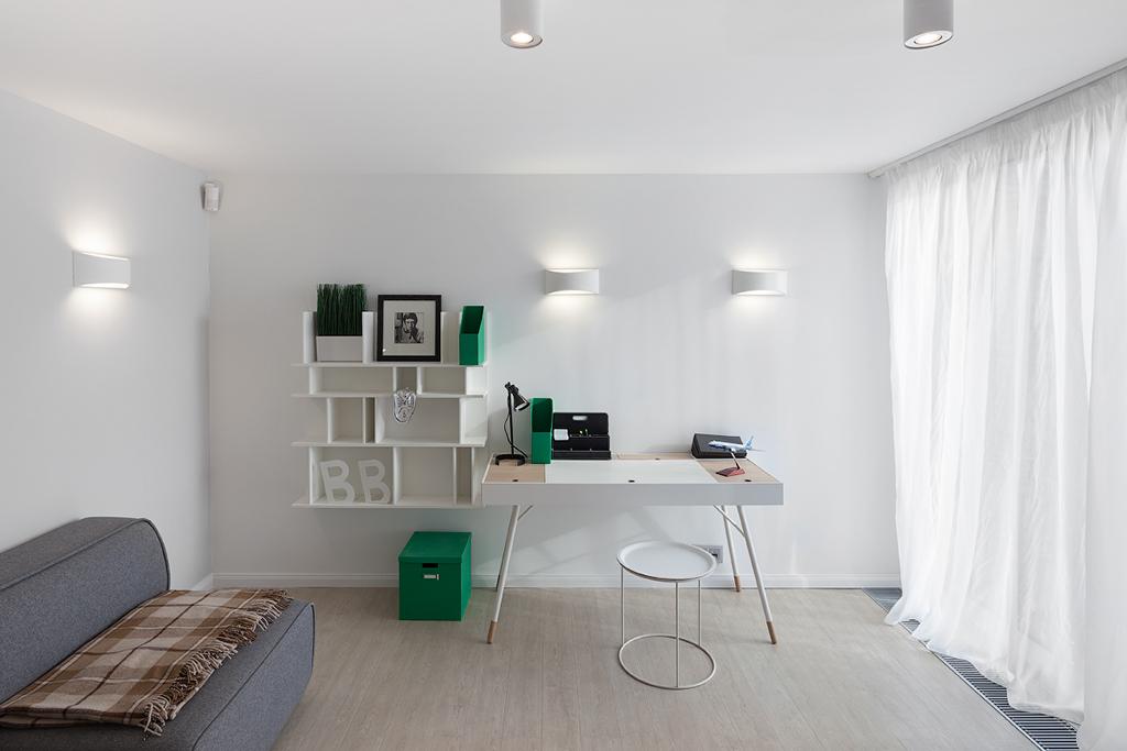 На территории «Тетриса» расположено 235 апартаментов площадью от28 до78кв. м—они сдаются готовыми дляпроживания: сполной отделкой, встроенной мебелью исантехникой  На фото: кабинет в жилом комплексе «Тетрис»