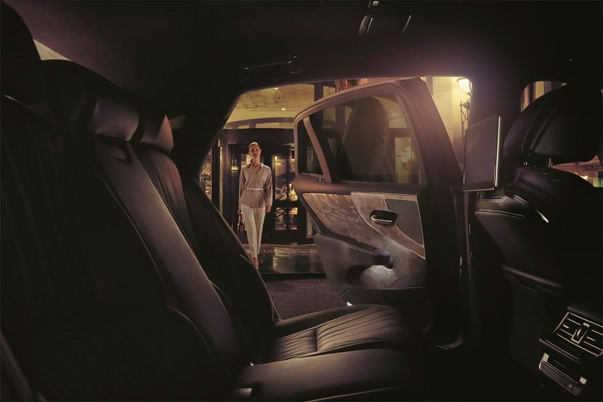 Салон нового Lexus LS