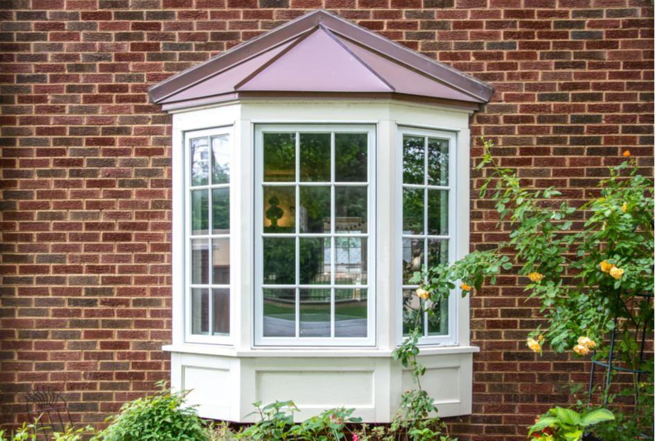 В квартирах и домах с эркерами стоит установить утепленные окна