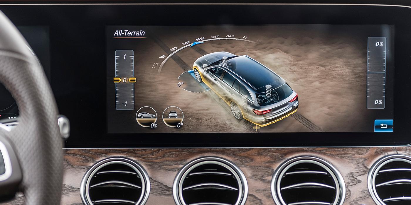 В режиме All-Terrain на центральном дисплее отображается внедорожная информация.
