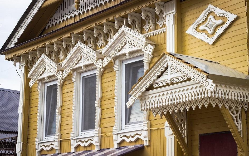 Резьба на доме на ул. Льва Толстого 34 после реставрации