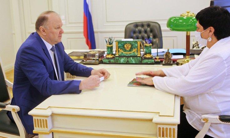 Встреча полпреда Николая Цуканова с руководителем Росздравнадзора по Свердловской области Оксаной Федосеевой.