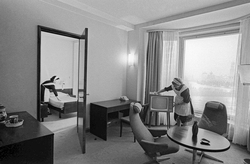 Двухкомнатный номер в западном корпусе гостиницы «Россия». 1966 год
