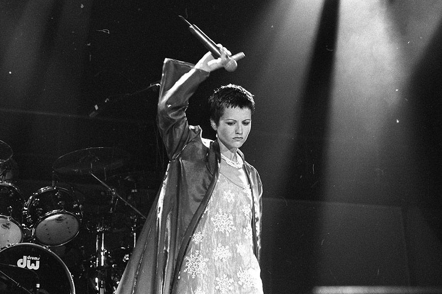 Долорес О'Риордан родилась в 1971 году в графстве Лимерик в Ирландии. К The Cranberries она присоединилась в 1990 году, выиграв в конкурсе — его устроили основатели группы после ухода из нее певца Найла Куинна. О'Риордан выступала с The Cranberries до 2003 года, после чего решила начать сольную карьеру.