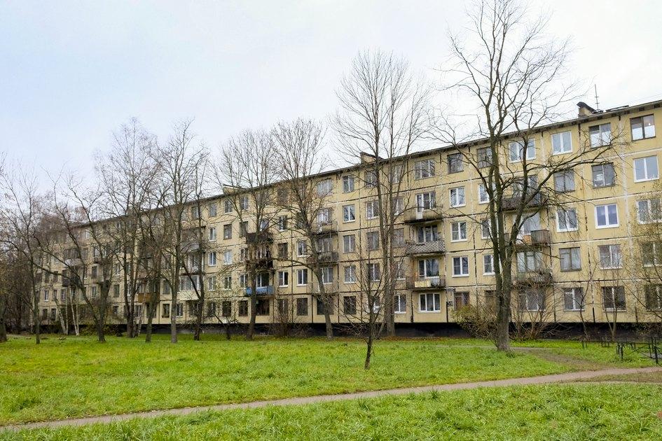 Пятиэтажка серии 1-300 в Санкт-Петербурге