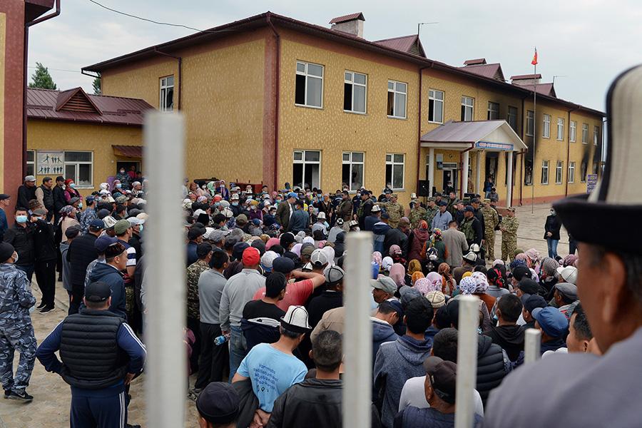 Встреча Садыра Жапаровас жителями села Максат Лейлекского района