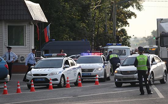 У поста ДПС на20-м км Щелковского шоссе посленападения, совершенного уроженцами Чечни Усманом Мурдаловым иСулимом Исраиловым, 17 августа 2016 года