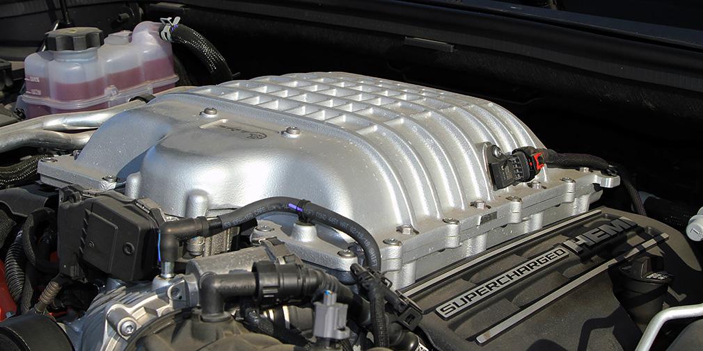 Во время байкальских заездов двигатель V8 6.2 поили 98-м бензином. Средний расход по борткомпьютеру постоянно переваливал за 25 л/100 км.