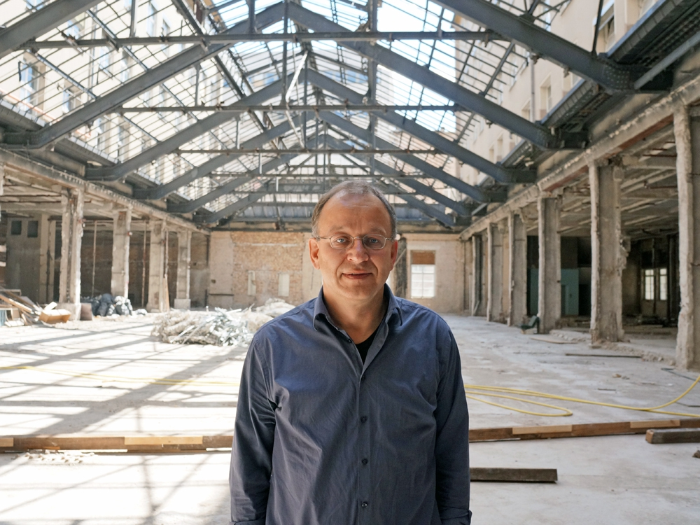 Александр Хедер планирует сделать здание бывшей партийной школы немецких коммунистов самым модным жилым комплексом в Берлине