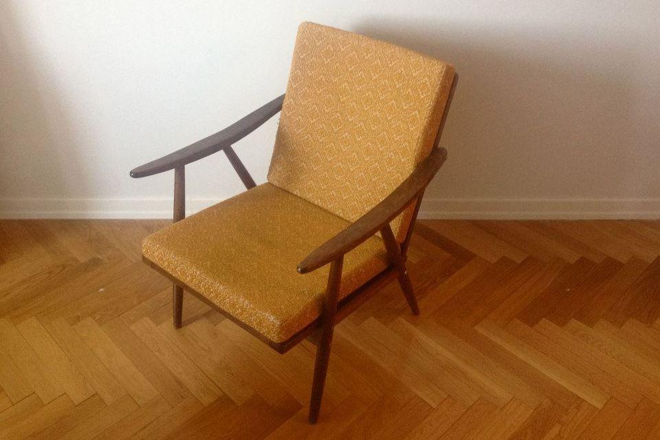 Чехословацкое кресло 1960-х годов. Сейчас такие кресла послереставрации стоят около30тыс. рублей