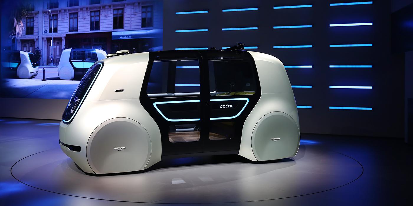 Volkswagen Sedric  Немцы утверждают, что этот футуристичный минивэн оснащен системой автономного управления пятого поколения, которая позволяет полностью обходиться без помощи водителя. Руля и педалей у машины нет. Внутри четыре посадочных места, а привод, разумеется, электрический. Серийной версии не обещают – Sedric должен просто продемонстрировать технологии, которые в будущем могут использоваться на машинах немецкого бренда в рамках стратегии по выводу на рынок электромобилей и автономных транспортных средств.