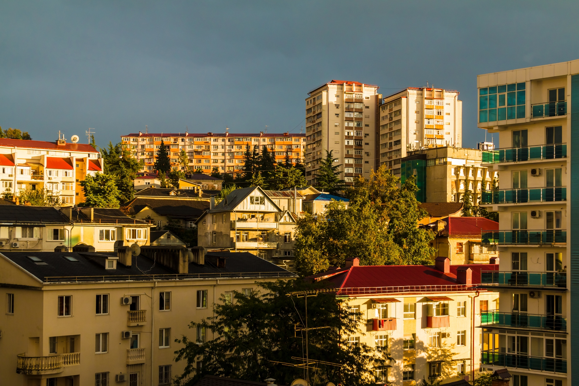 Жилая застройка в Сочи. В 2020 году в городе-курорте отмечался «нереальный рост спроса» как на новостройки, так и на вторичное жилье