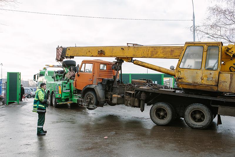 С 1 января 2014 года столичные власти эвакуировали более 245 тысяч автомобилей.  Крупнейшим поставщиком эвакуаторов в Москву стала петербургская компания «В-Кран»