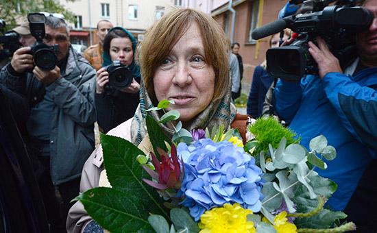 Лауреат Нобелевской премии политературе 2015 года белорусская писательница Светлана Алексиевич передначалом пресс-конференции вМинске