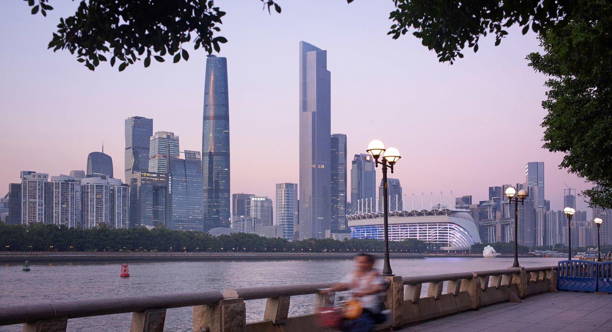 №7. Финансовый центр CTF (Guangzhou CTF Finance Center)   Высота: 530 м, 111 этажей Место: Гуанчжоу, Китай Назначение: многофункциональный комплекс Архитектура: Kohn Pedersen Fox Associates (KPF) Дата строительства: 2016 год