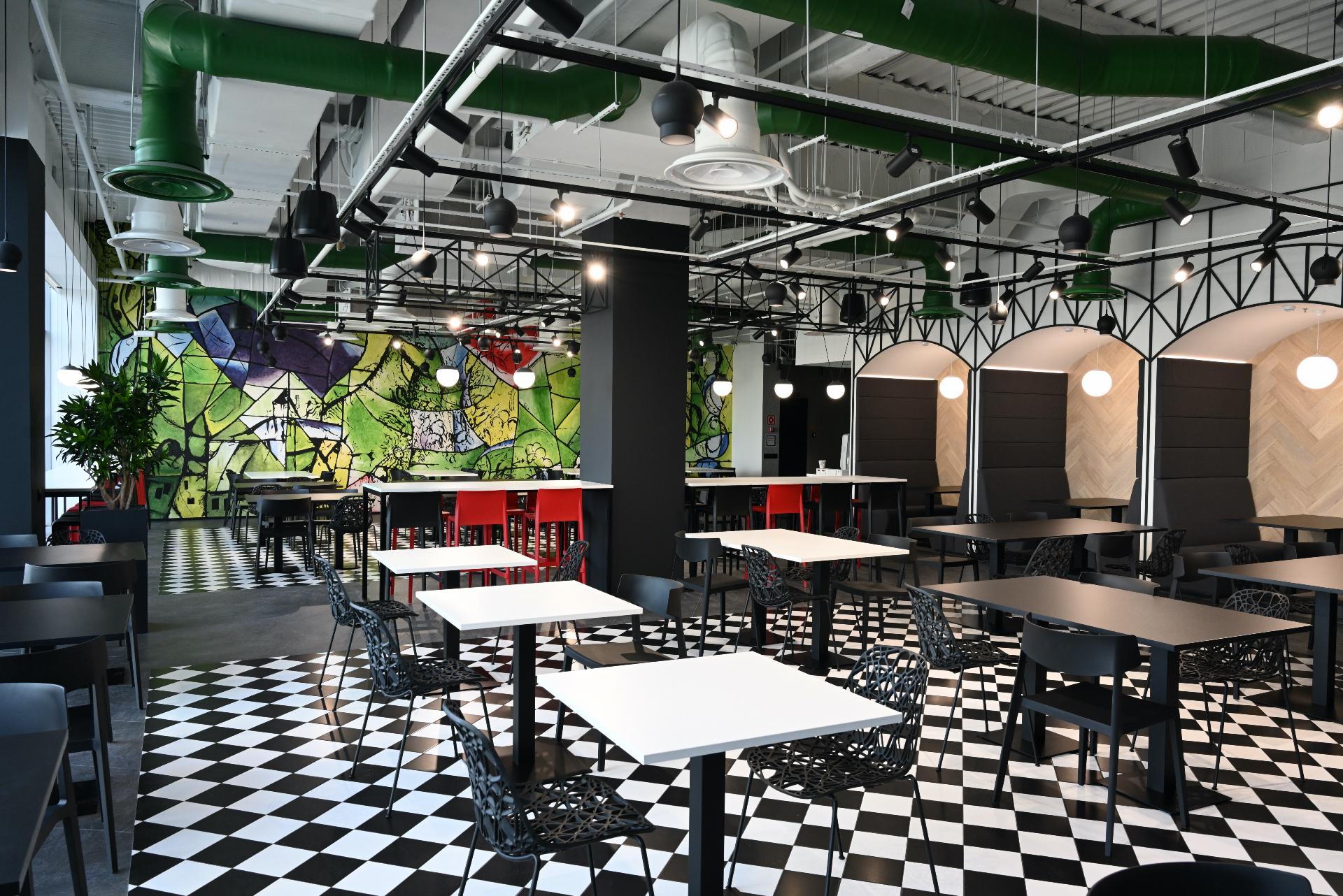 На 12 этаже есть «Ле ресторан» в духе Марка Шагала.