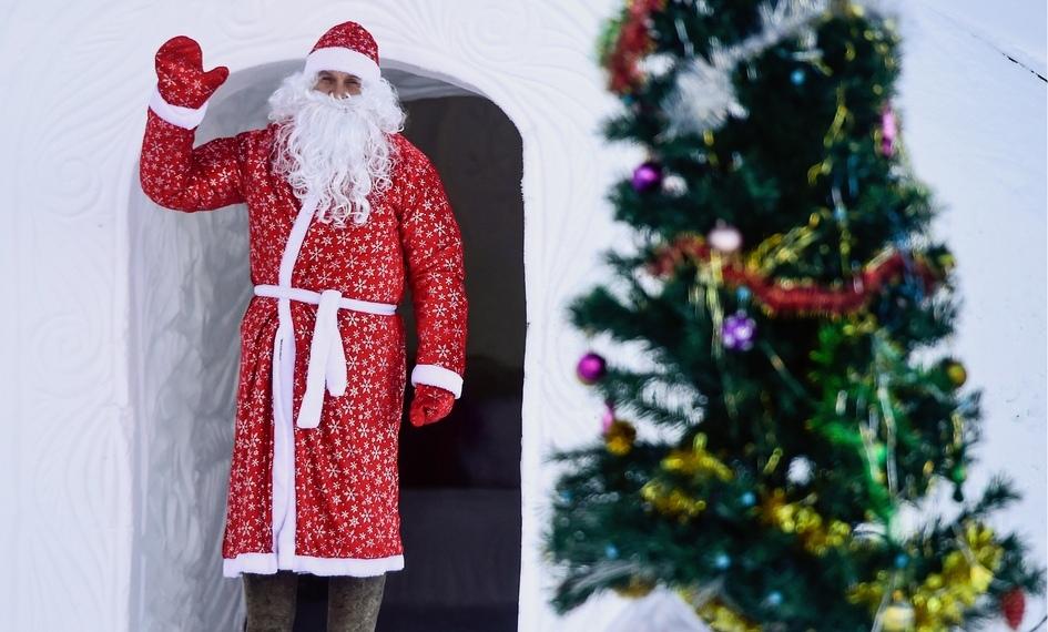 Помимо гостевых домов, виглу-отеле имеется резиденция Деда Мороза, которыйбудет развлекать гостей вНовый год