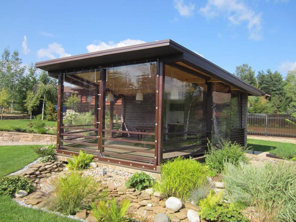 Гибкие окна выдерживают перепады температур в диапазоне от–30 °C до + 70 °C, не разрушаются под воздействием ультрафиолета, легко чистятся