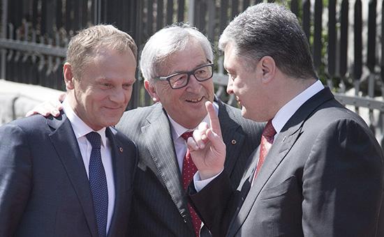 Председатель Европейского совета Дональд Туск, президент Еврокомиссии Жан-Клод Юнкер и президент Украины Петр Порошенко (слева направо) на саммите Украина — ЕС в Киеве