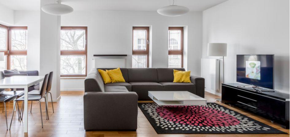 Не бойтесь ставить диван в центре комнаты