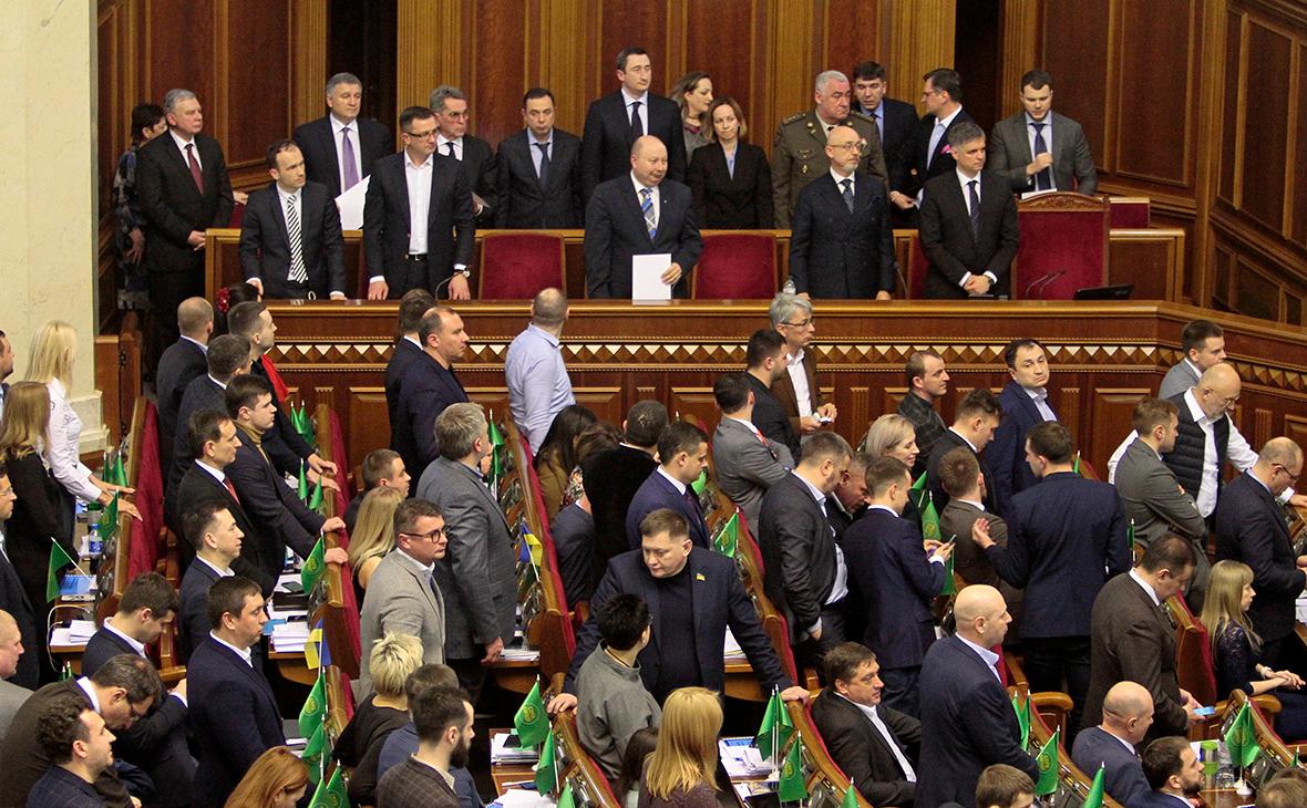 Ложа нового кабинета министров Украины во время внеочередного заседания Верховной рады