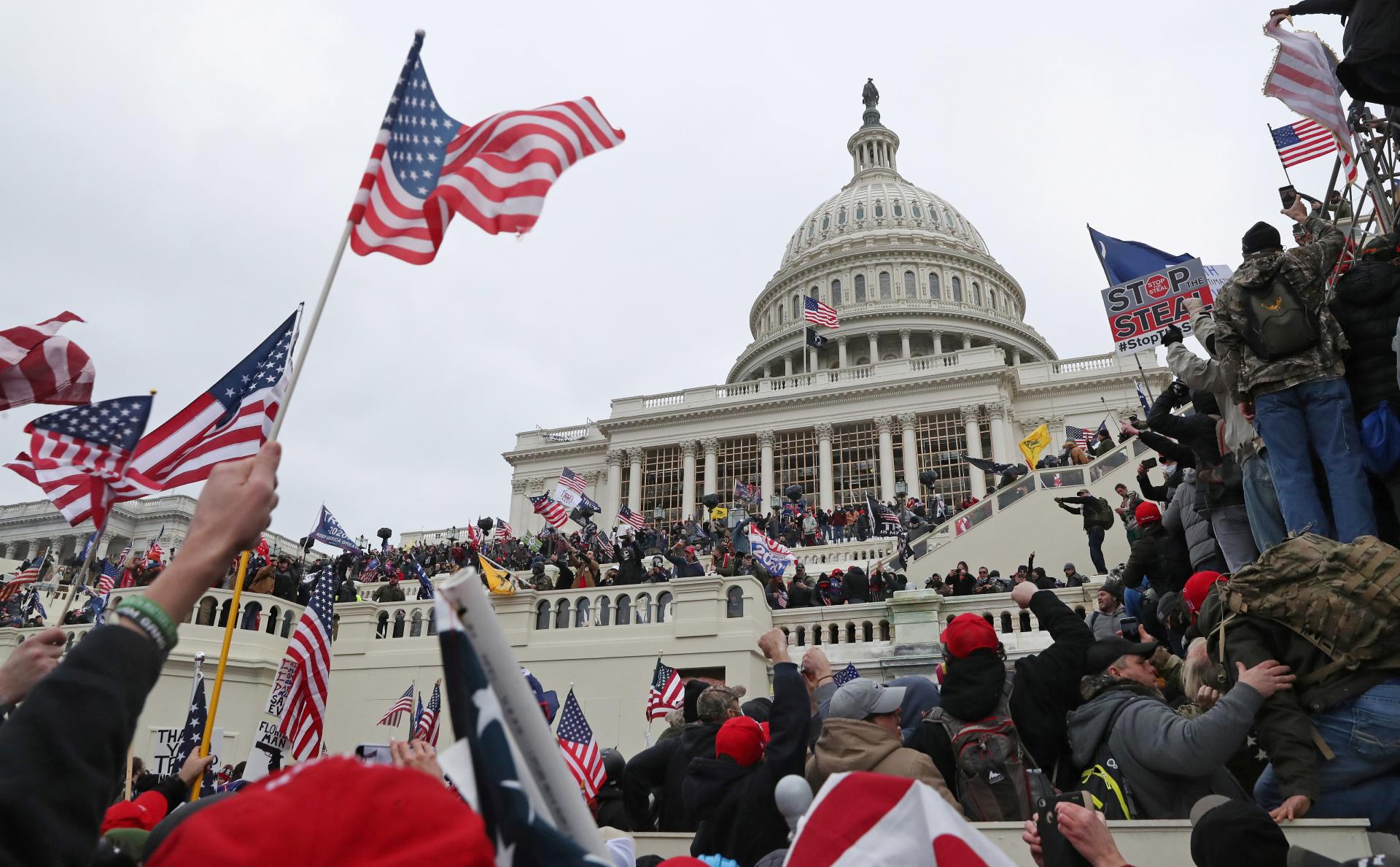 Трамп объявил режим ЧС в Вашингтоне перед инаугурацией Байдена