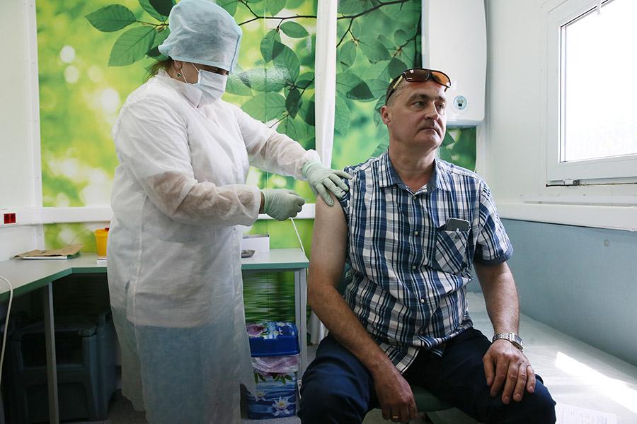 Вакцинация препаратом «ЭпиВакКорона»