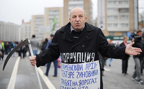 Участник акции оппозиции, приуроченной кгодовщине «Марша миллионов», 2013 год