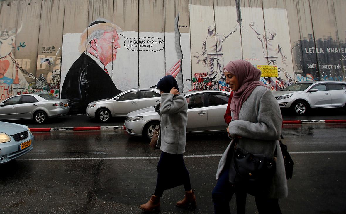 Граффити с изображением Дональда Трампа на стене между Палестиной и Израилем. Вифлеем, Палестина. Декабрь 2017 года