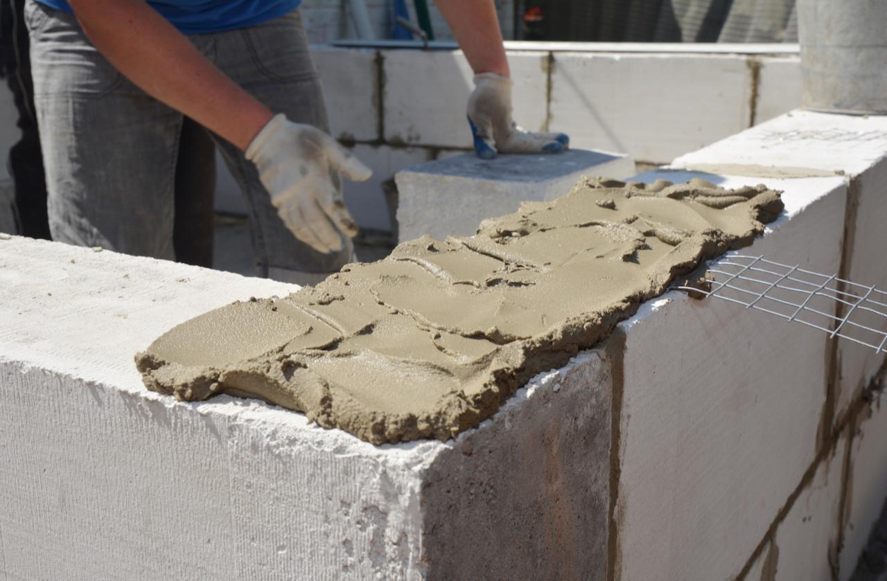 До повышения цен на строительные материалы каркасные дома и дома из газоблока были наиболее доступными технологиями строительства загородной недвижимости