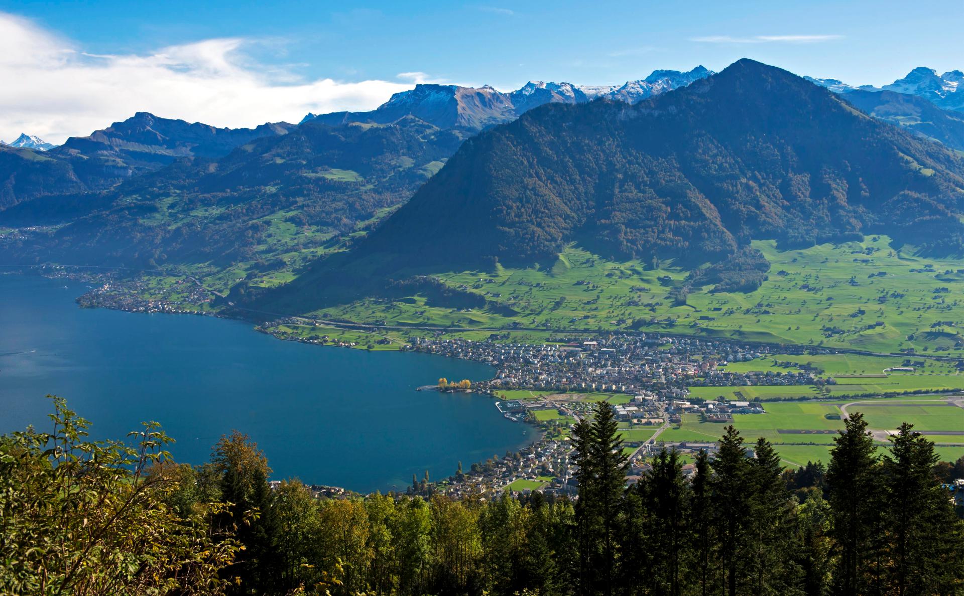 Вид на Люцернское озеро. Кантон Нидвальден, Швейцария