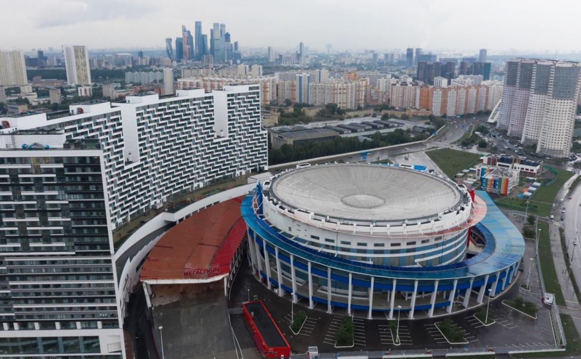 Вид на здание центра «Мегаспорт»