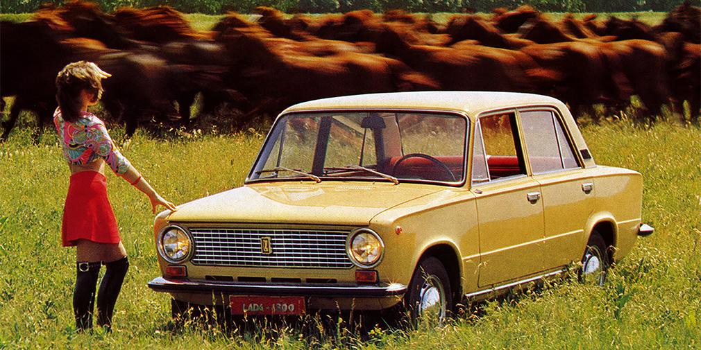 В 1974 г. началось производство модернизированной модели ВАЗ-21011 с более мощным мотором, который при объеме 1,3 л развивал 69 лошадиных сил. Внешне ее можно было отличить по отсутствию клыков на бампере, вентиляционным решеткам в задних стойках и подфарником желтого цвета. Дополнительный приток воздуха обеспечивали узкие отверстия под радиаторной решеткой. Легкому рестайлингу подвергли салон, где установили новые сиденья. В таком виде «одиннадцатая» выпускалась параллельно с ВАЗ-2101.
