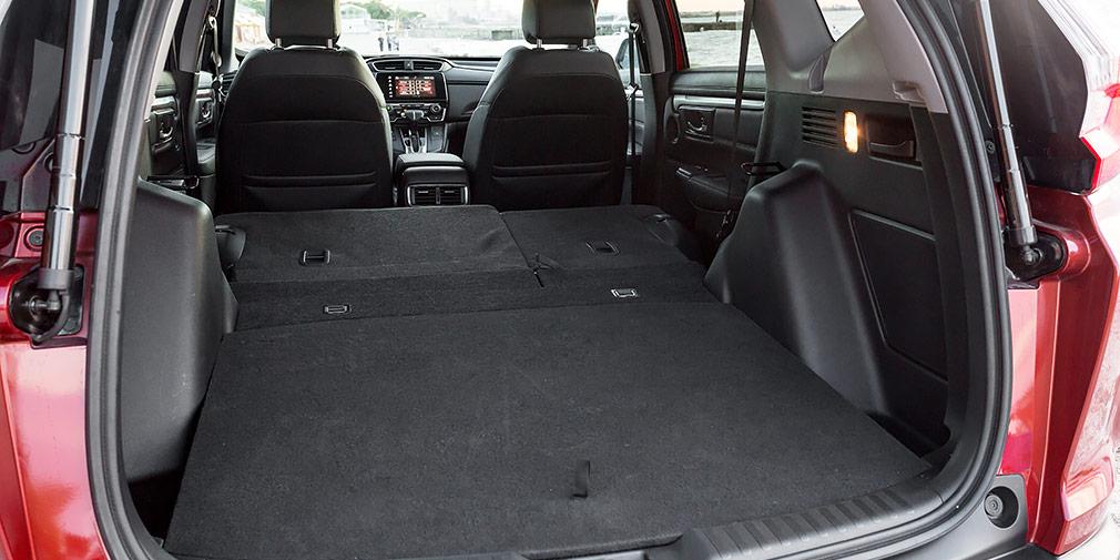Максимальный объем багажного отсека в 1084 литра. Трансформация дает ровную площадку.