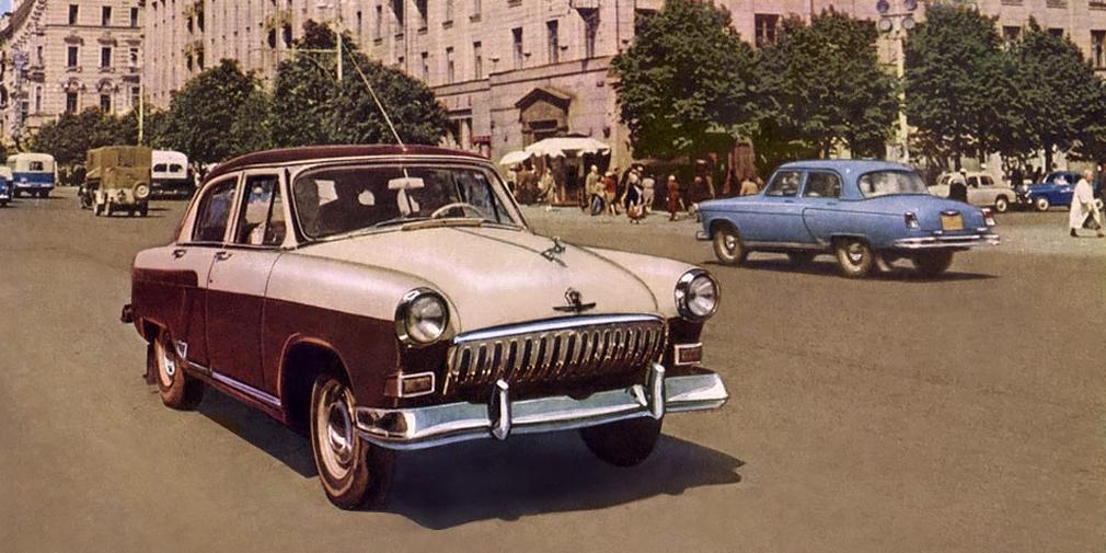 Знаменитый олень с капота ГАЗ-21 на самом деле устанавливался на автомобиль лишь до 1958 г., когда его из соображений безопасности заменила обтекаемая накладка. Найти оригинального оленя сейчас практически нереально – коллекционеры гоняются за ними годами. Сама же модель ГАЗ-21 сошла с конвейера только 15 июня 1970 года. Модель антрацитового цвета сразу с завода была отправлен в музей марки.