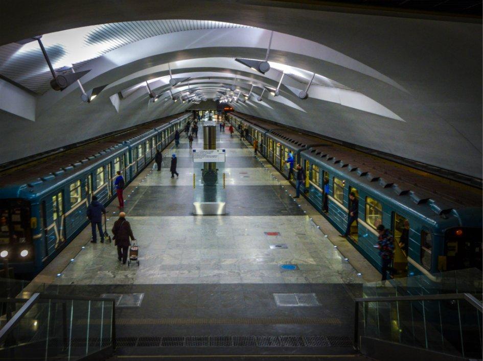 Вестибюль станции «Шипиловская» московского метро