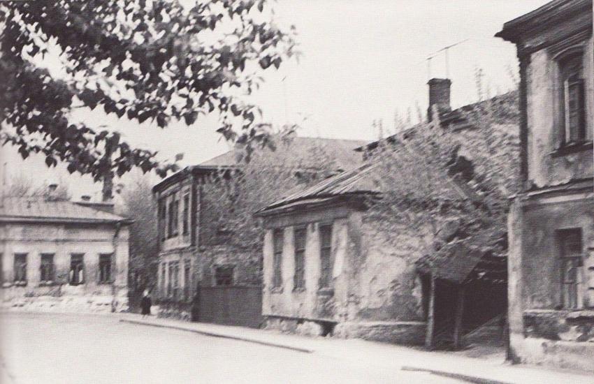 Собачий переулок у перекрестка с Серебряным переулком