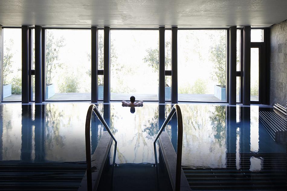 Вид из панорамного окна бассейна в комплексе «Поклонная 9»