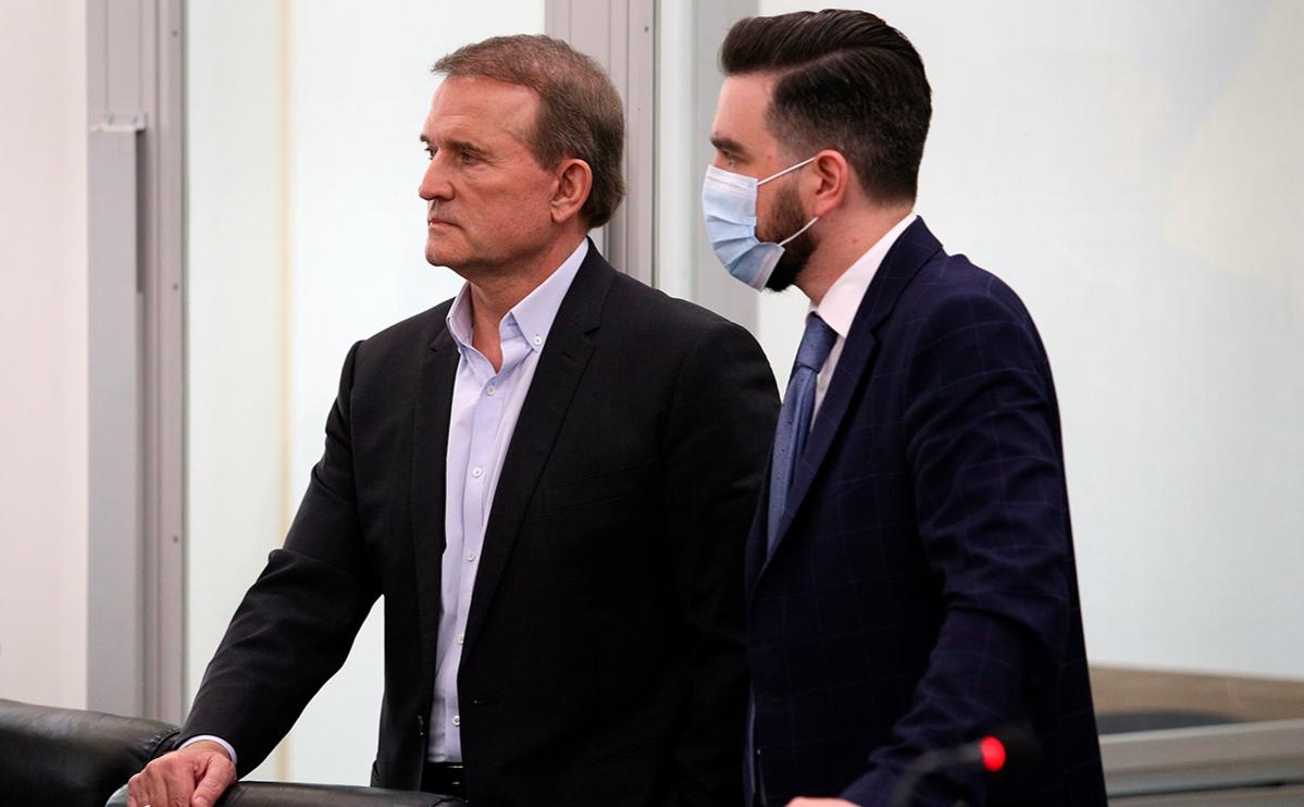 Виктор Медведчук (слева)