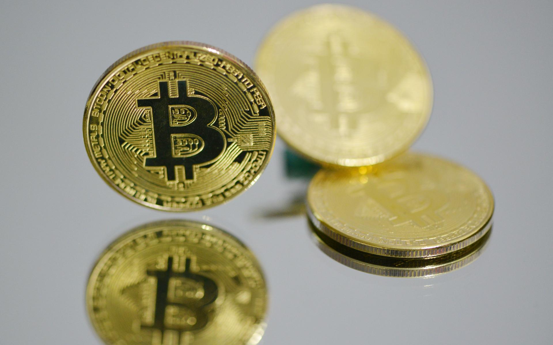 В настоящее время покупка недвижимости за криптовалюту разрешена лишь в нескольких странах, среди которых США, Индонезия, Сингапур и Швейцария