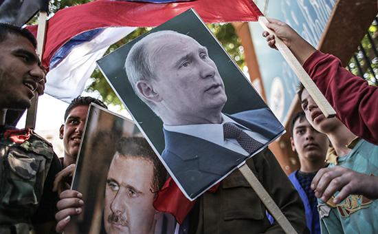 Участники митинга в поддержку президента Сирии Башара Асада и президента России Владимира Путин в Сирии, сентябрь 2015 года