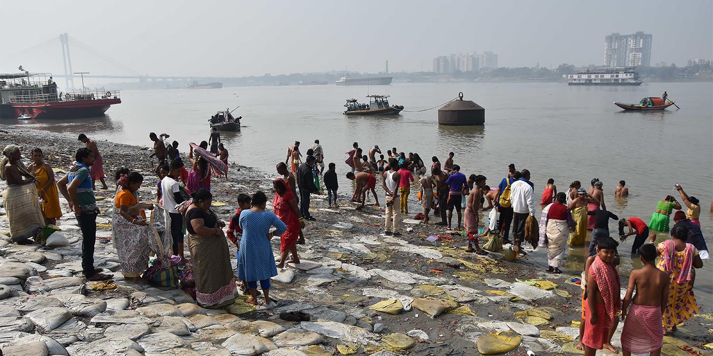 <p>Самое опасное в Индии &ndash; это вода. Реки кишат всевозможными инфекциями и паразитами. Например, здесь часто болеют стронгилоидозом, вызываемым круглыми кишечными червями.</p>