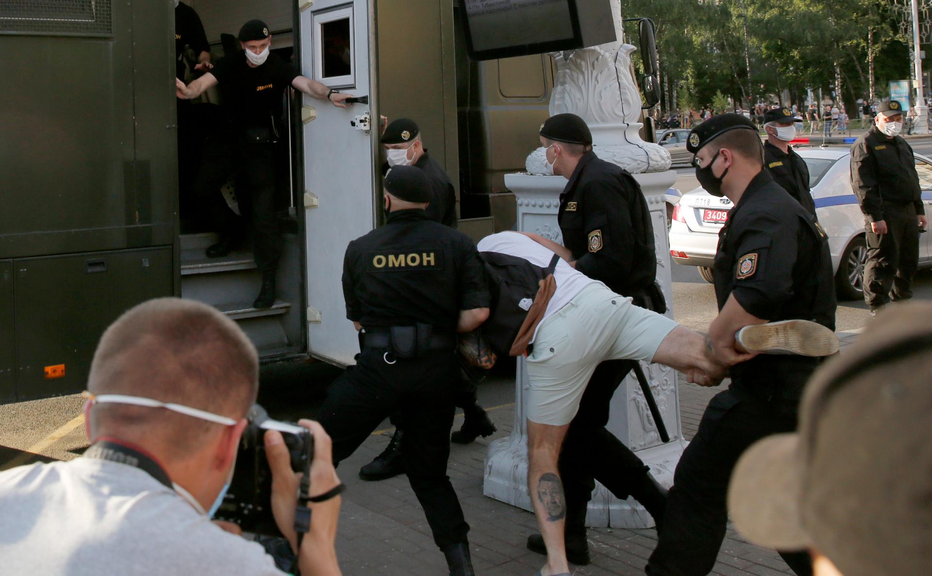 В Белоруссии возобновились протесты против задержания оппозиционеров ::  Политика :: РБК