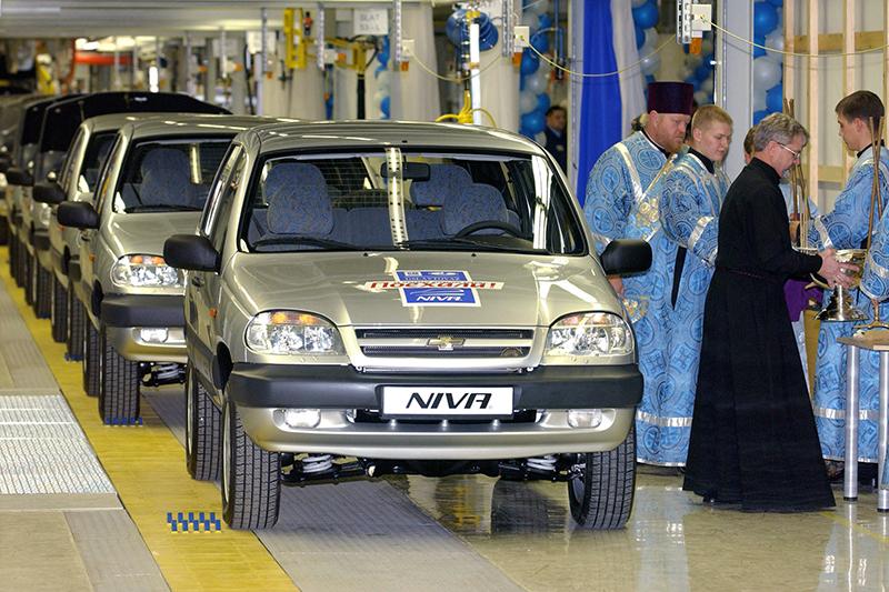 Завод совместного предприятия GM-АвтоВАЗ открылся в 2002 году. Он до сих пор выпускает единственную модель — второе поколение невероятно популярной в Советском Союзе «Нивы» под названием Chevrolet Niva. Несмотря на то, что за прошедшие годы у нее появилось много конкурентов, машина до сих пор держится в первой двадцатке самых популярных автомобилей в России.