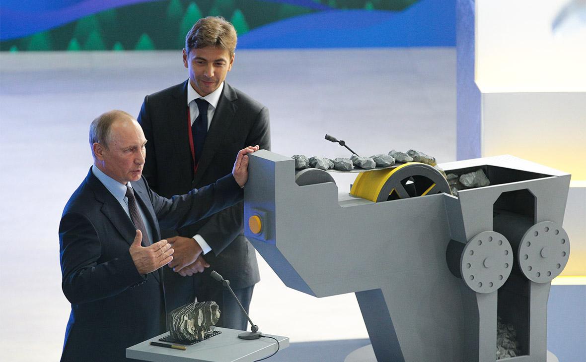 Владимир Путин и генеральный директор ПАО «Полюс» Павел Грачев (слева направо) на церемонии запуска
