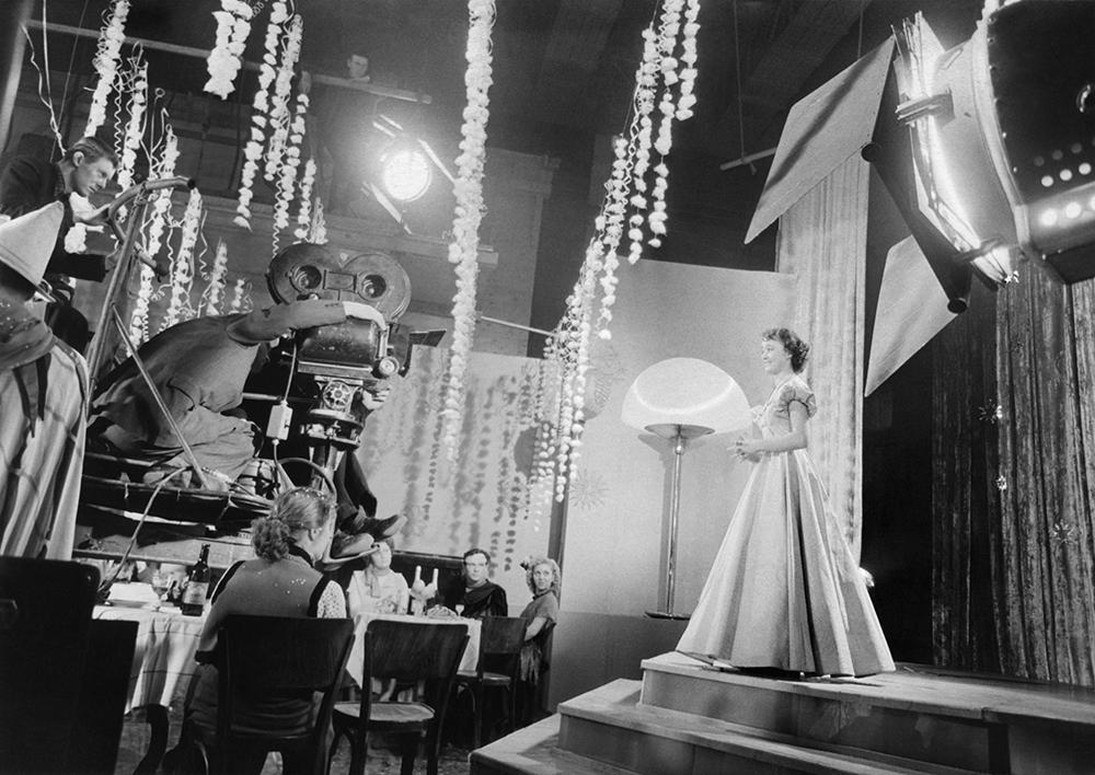 Пробная съемка кинофильма «Карнавальная ночь». На снимке: актриса Людмила Гурченко. 1956 год