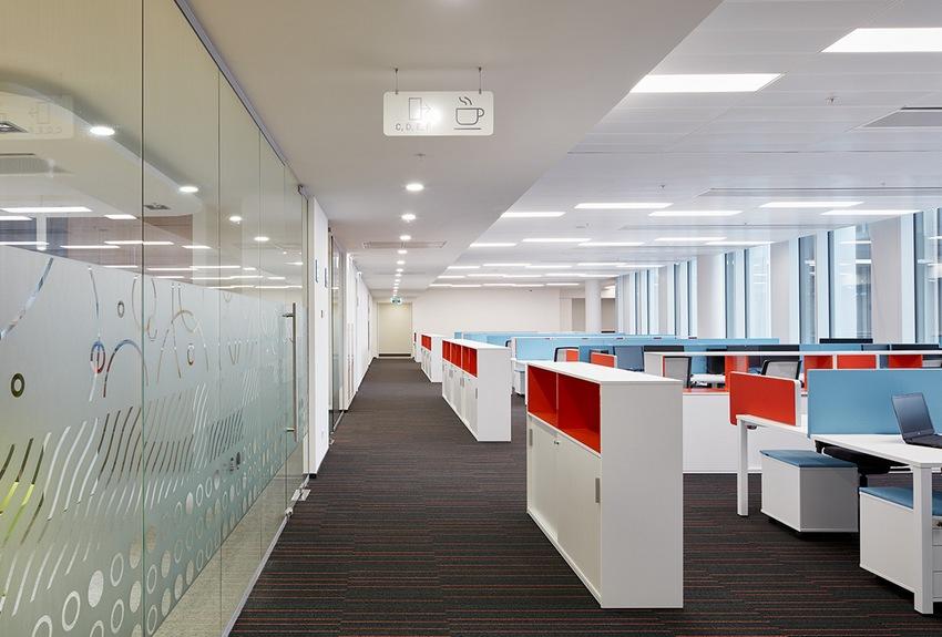 Рабочие места и шкафы в новом офисе «Ростелекома»