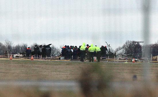 На месте крушения самолета «Боинг 737» авиакомпании «Татарстан», разбившегося припосадке вмеждународном аэропорту Казани.2013 год