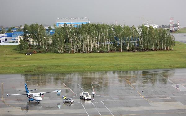 Последствия бури в аэропорту Минска